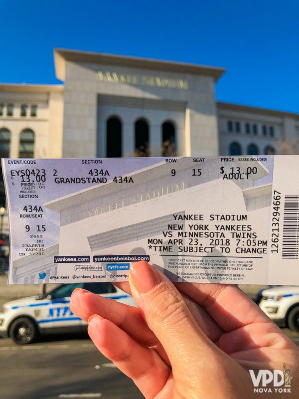 ingresso comprado na hora, na bilheteria do estádio.
