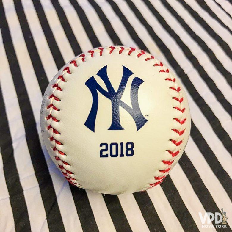 lembrança do jogo: b.ola de baseball do time
