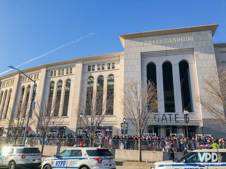 Estádio dos New York Yankees, moderno e bem organizado.