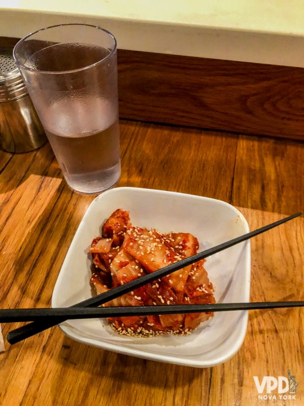 Foto da porção de kimchi do Totto Ramen.