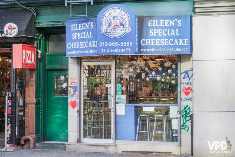 Fachada do restaurante Eileen's Special Cheesecake. Meu preferido!