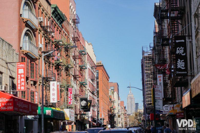 Um dos maiores erros é não se planejar. Foto de Chinatown, com as placas de estabelecimentos em chinês
