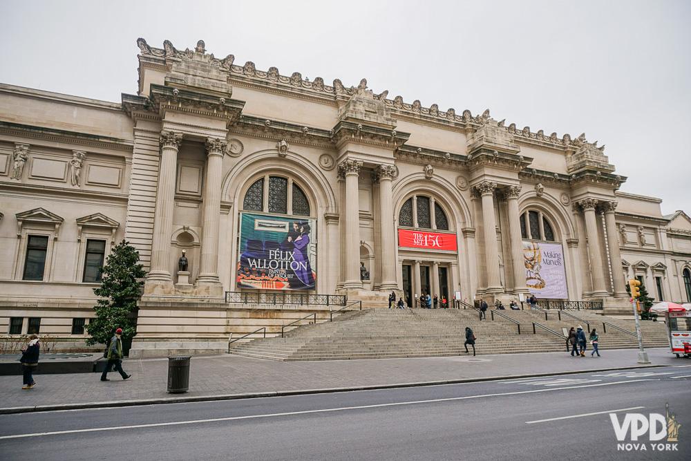 Foto da fachada do MET (Metropolitan Museum) em Nova York