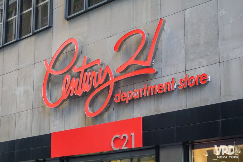 Century 21 é uma loja de departamento com bons descontos, bem conhecida em Nova York.