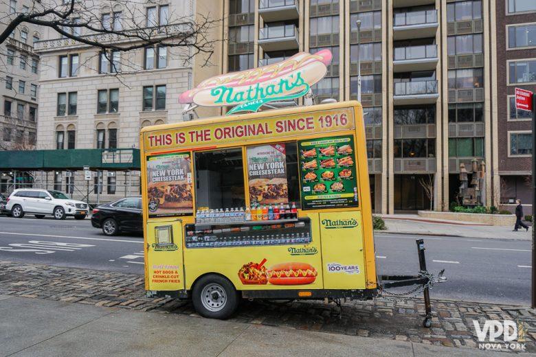 Comida de carrinhos na rua são sempre um recurso rápido e prático. Não precisa ficar com preconceito, viu?