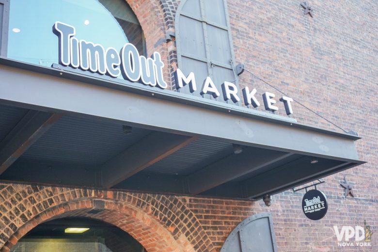 Tem muita comida boa e uma vista linda no Time Out Market.
