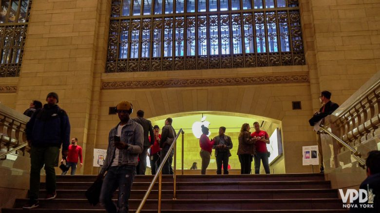 Foto da loja da Apple na Grand Central Station costumam estar sempre mais cheias