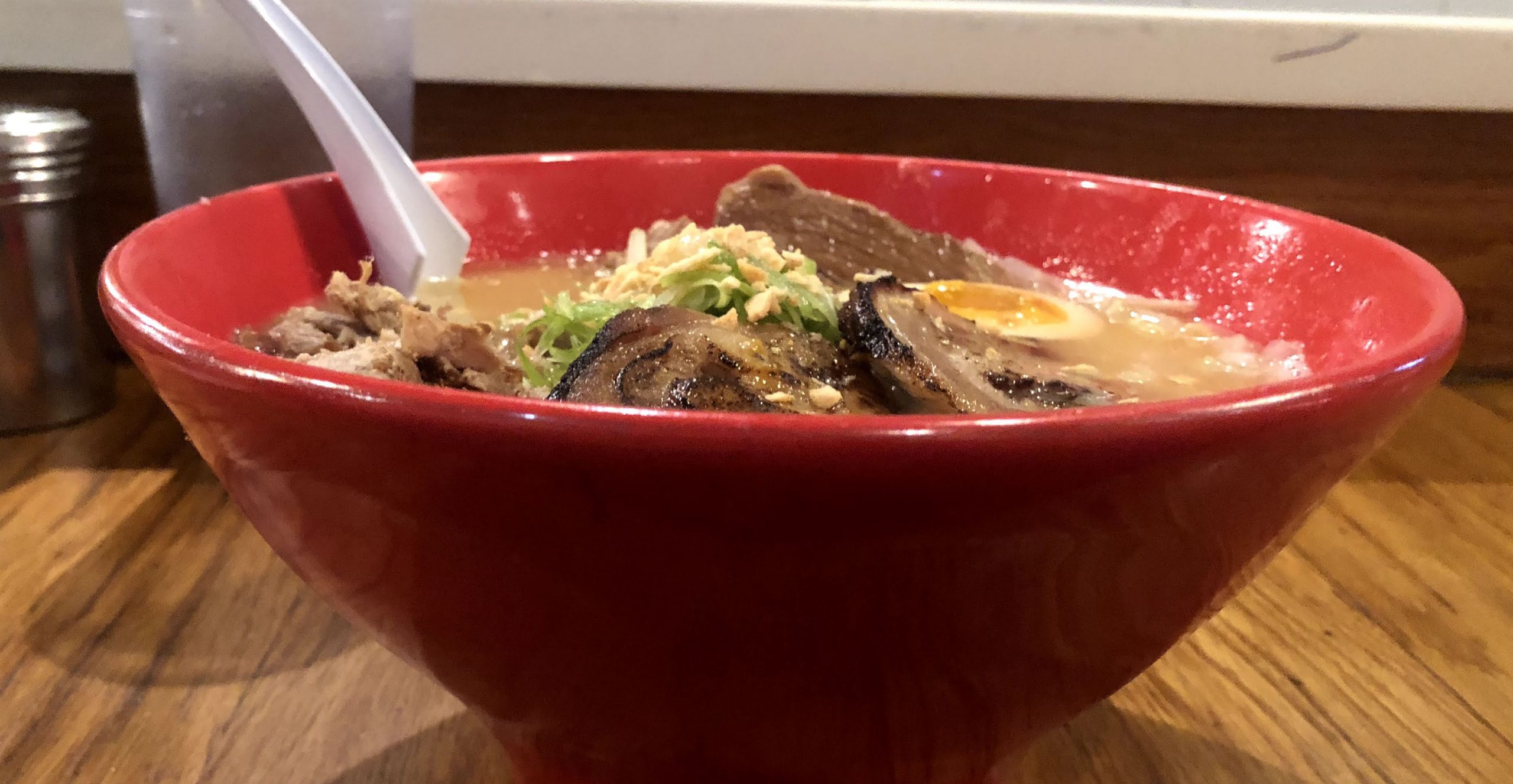 Foto da tigela de ramen do Totto Ramen, em Nova York