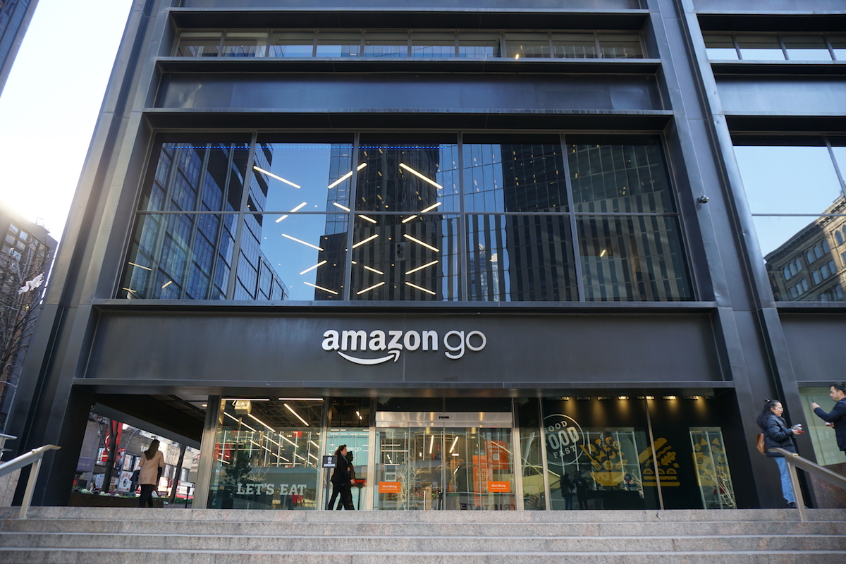 Fachada da loja física da Amazon em Nova York, que se chama Amazon Go