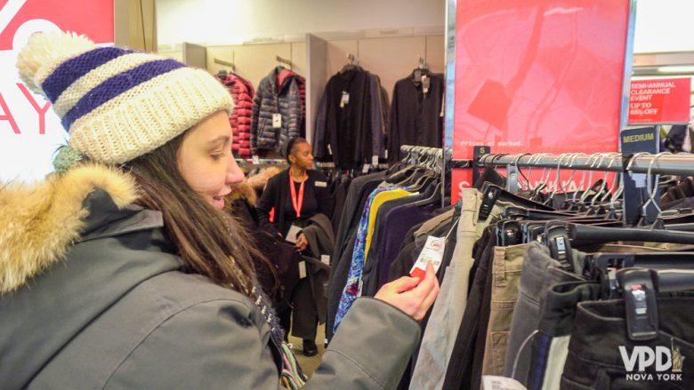 Foto da Renata fazendo compras na Century 21