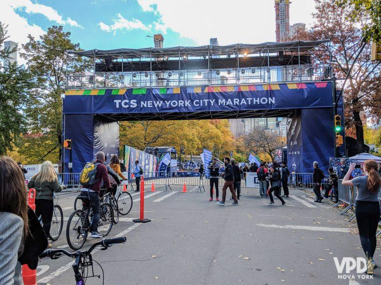 Foto da linha de chegada na Maratona de Nova York, um evento bem tradicional