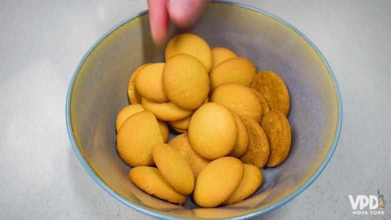 Foto da bolachinha que se chama Nilla e é usada nos Estados Unidos, mas pode ser substituída por biscoito de leite maltado, por exemplo