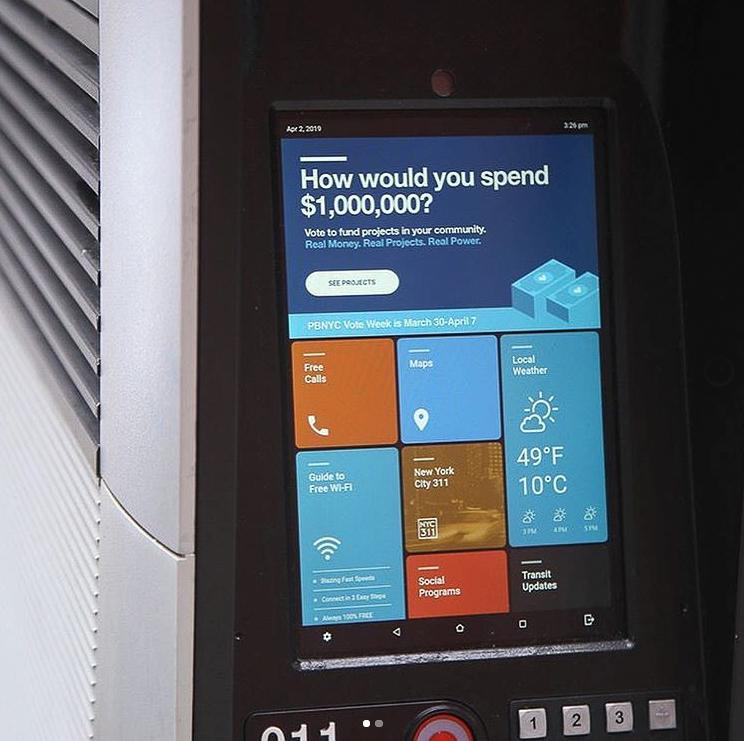 Foto do sistema útil para os turistas que precisam carregar o celular ou usar a internet
