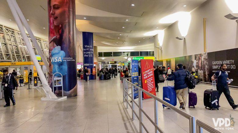 A oferta de chips de celular nos aeroportos não é tão grande. Foto do aeroporto de Nova York