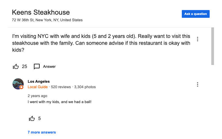 A parte de perguntas e respostas do Google é ótima. Na foto, alguém perguntou justamente se o restaurante é bom pra crianças