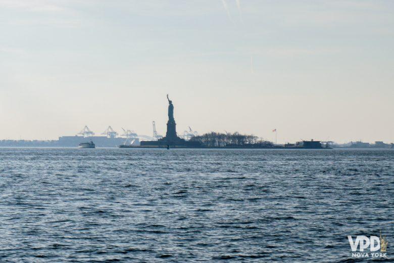 Dá pra ver a estátua de longe ou mais de pertinho. Essa é uma das atrações ícones de Nova York!